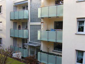 Balkongeländer mit Glasfüllung